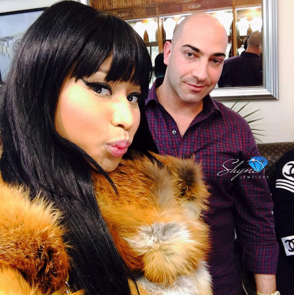 Nicki_minaj_at_shyne_jewelers